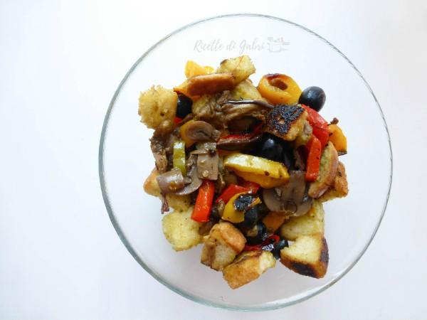 insalata di pane con funghi e peperoni ricetta veloce gabri