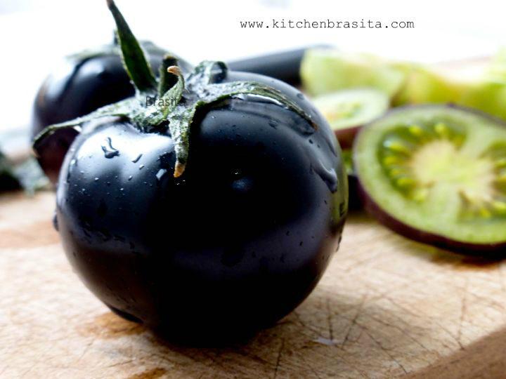 Pomodoro nero e bruschette