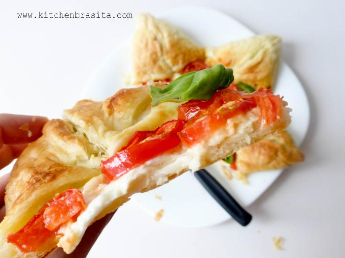 Torta Salata Stella Di Natale.Stella Salata Con Mozzarella Di Bufala Pomodori E Zucchine