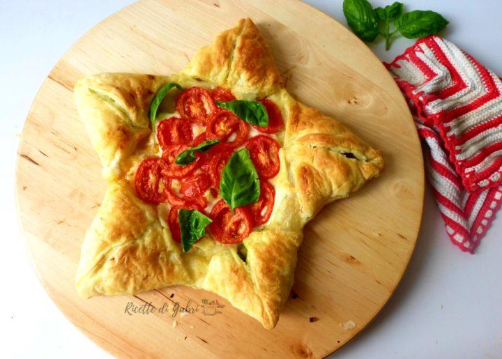 pizza stella di pasta sfoglia ricetta facile rustico di natale zucchine pomodorini impasto pizza veloce