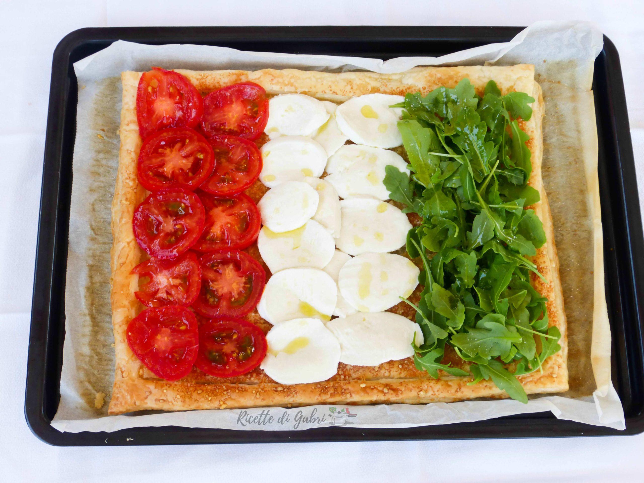 torta salata tricolore bandiera italiana di pasta sfoglia con pomodorini, rucola e mozzarella ricetta facile gabri