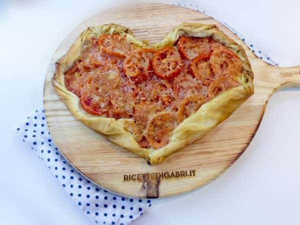 cuore di pomodori e sfoglia