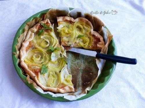rose di patate e pasta sfoglia . patate menta e pecorino