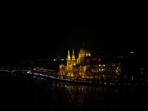 parlamento di budapest visto da Buda