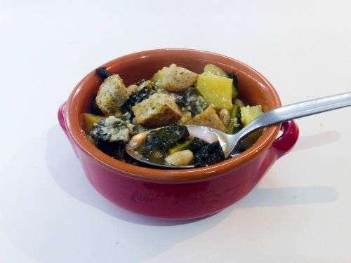 Zuppa toscana cavolo nero patate e fagioli