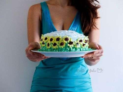 torta campo di girasole con la panna