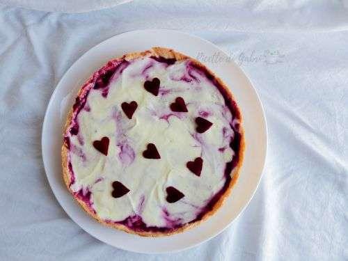 torta san valentino crostata decorata con cuori di gelatina frutti di bosco mascarpone