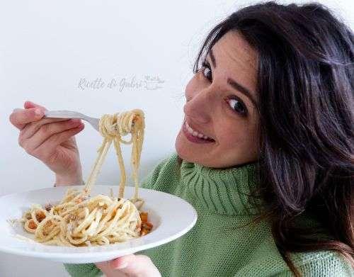 spaghetti panna e salsiccia ricetta primo facile e veloce