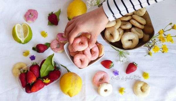 ciambelline glassate biscotti con glassa al limone succo di frutta