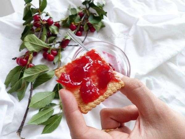 confettura di visciole fatta in casa ricetta facile marmellata con poco zucchero