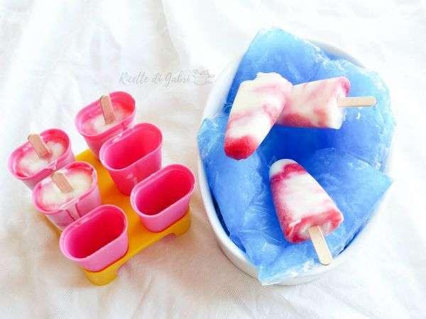 ghiaccioli yogurt e schiuma di marmellata frutta