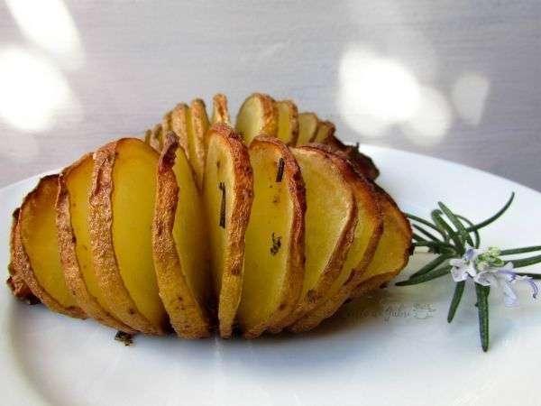 patate a fisarmonica hasselback trucco per cuocere le patate al forno