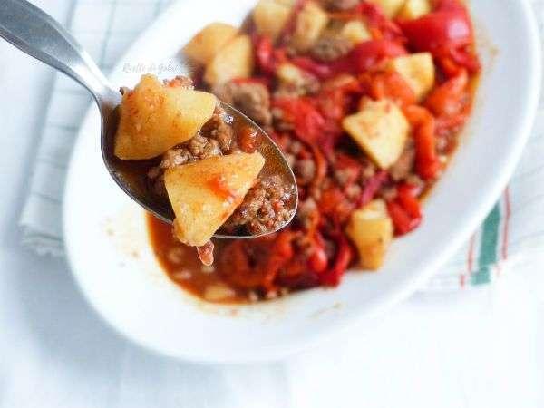 ricetta facile patate e peperoni salsiccia