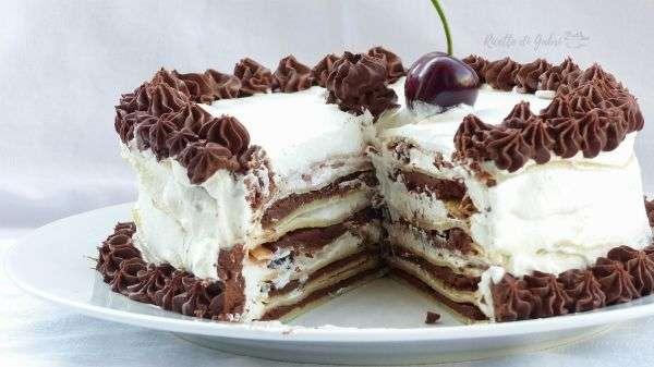torta di crepes ganache panna amarene