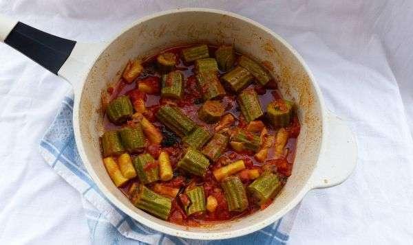 zucchine ripiene di carne cotte in padella con pomodoro ricetta romana