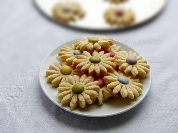 fiori di pasta frolla senza burro biscotti facili com frolla all'olio e mms