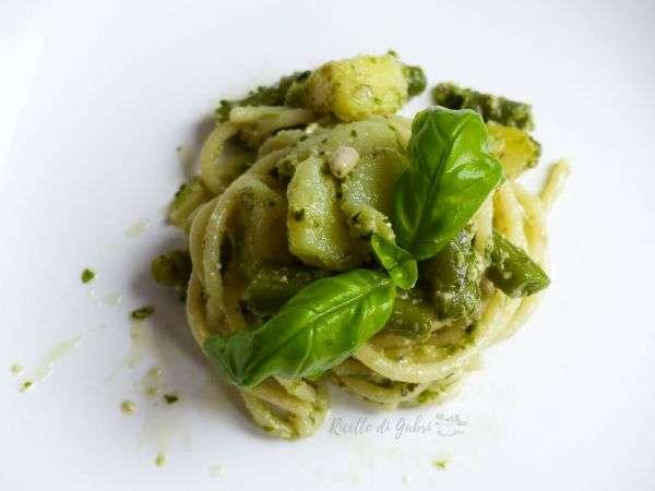 pasta spaghetti al pesto alla genovese ricetta classica