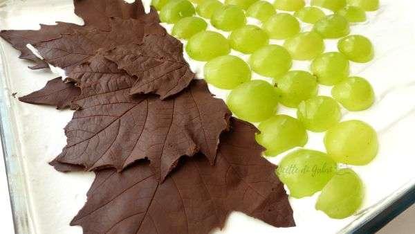 torta fredda all uva foglie di cioccolato ricetta facile