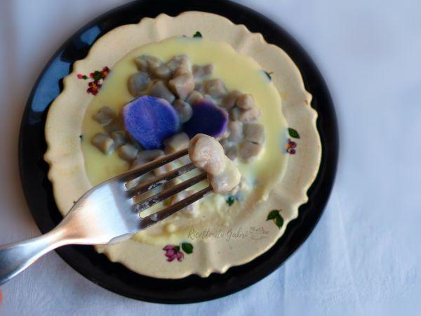 gnocchi patate viola fonduta talegio e casu marzu