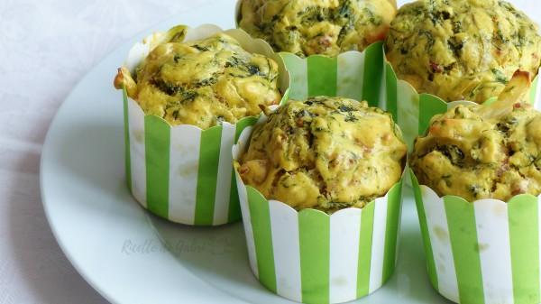 Muffins salati con salsiccia e cicoria