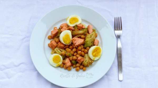 insalata ceci in scatola salmone e broccoli ricetta facile