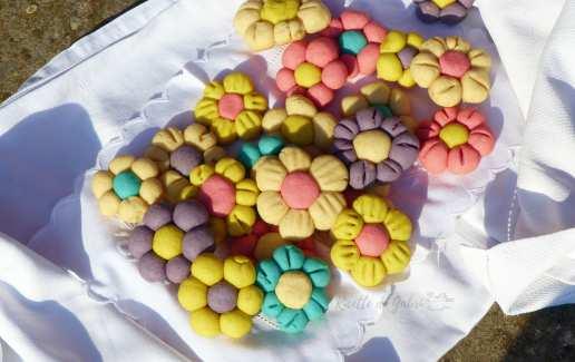 biscotti da inzuppo fiori pasta_frolla_colorata_senza_burro effetto thum facile veloce