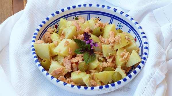 insalata di patate e salmone al vapore in scatola ricetta estiva, antipasto mare natale