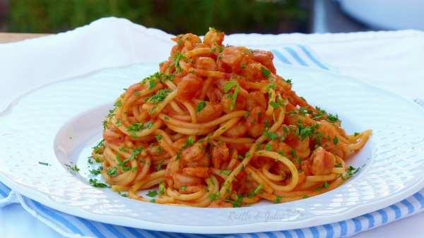 pasta spaghetti con gamberi e pomodorini ricetta facile e veloce pasta pranzo