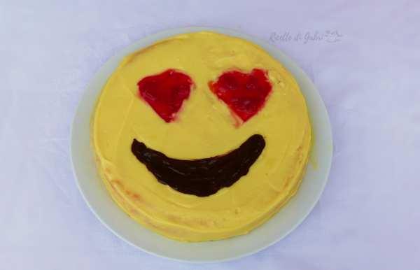 torta faccina innamorata emoticon love cake ricetta facile torta di compleanno alla crema senza panna