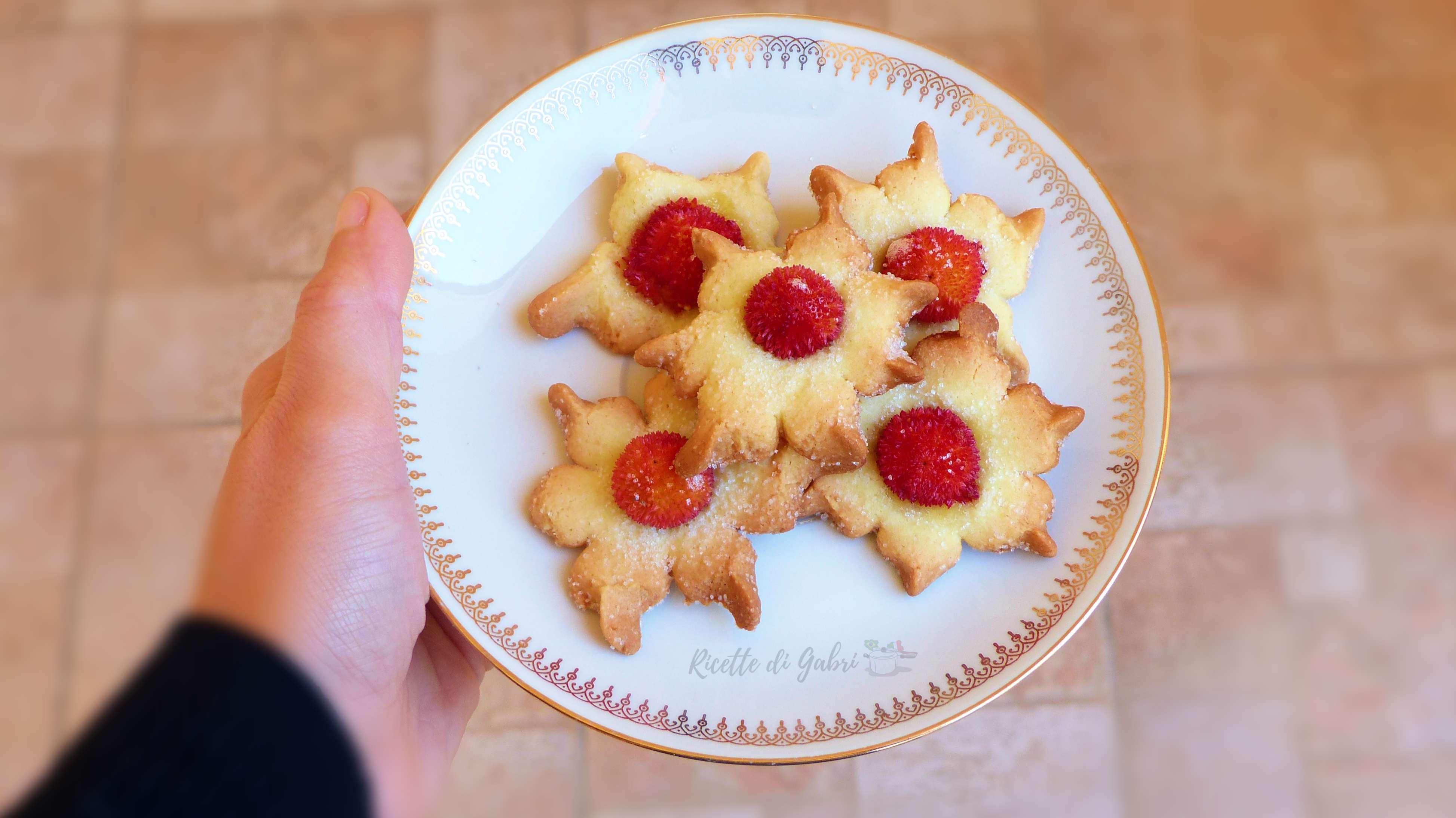 biscotti con corbezzoli freschi ricetta facile con pasta frolla al cucchiaio veloce pasticcini da te