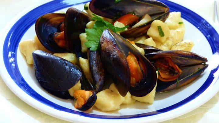 gnocchi patate e cozze menù di pesce facile veloce gnocchi morbidissimi che si sciolgono in bocca