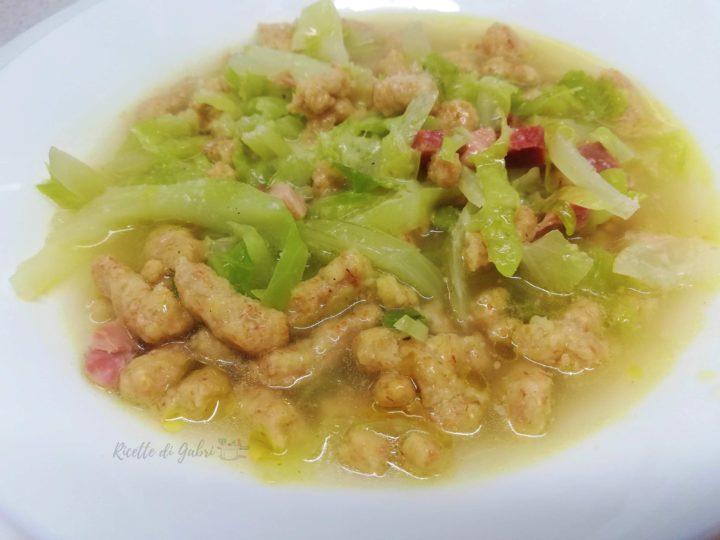 zuppa con verza e passatelli integrali ricetta veloce minestra