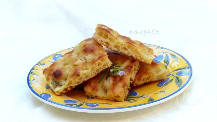 focaccia fatta in casa con patate rosmarino soffice facile veloce ricetta di gabri