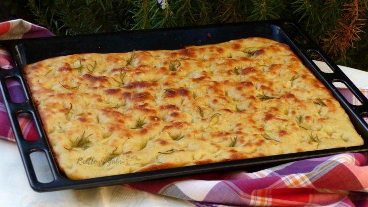 focaccia fatta in casa con semola soffice facile veloce ricetta di gabri patate e rosmarino