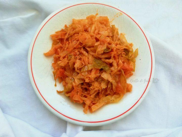 cavolo verza in padella con tonno e pomodoro contorno sfizioso ricetta