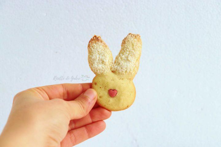 biscotti di pasqua facili per bambini ricetta veloce con soli albumi coniglietti lingue di gatto di gabri
