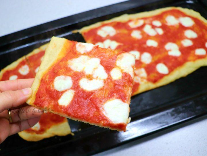 pizza in teglia croccante ricetta facile veloce di gabri