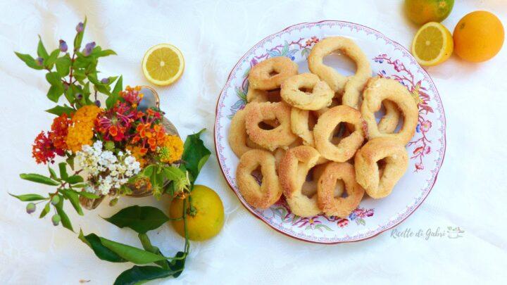 biscotti ciambelline all'acqua senza uova senza burro ricetta facile di gabri con succo di frutta