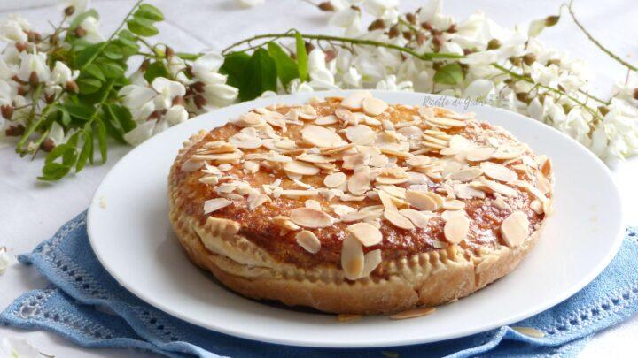 Torta di riso dolce con fiori d'acacia ricetta facile di gabri