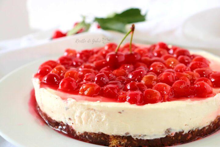 cheesecake senza cottura alle ciliegie con base senza burro ricetta facile e veloce di gabri visciole amarene