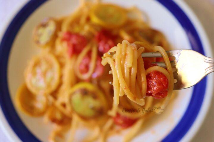 pasta spaghetti con le zucchine gialle e pomodori ricetta facile di gabri
