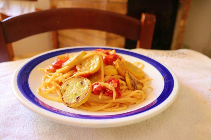 spaghetti con zucchine gialle e pomodorini datterino ricetta veloce di gabri