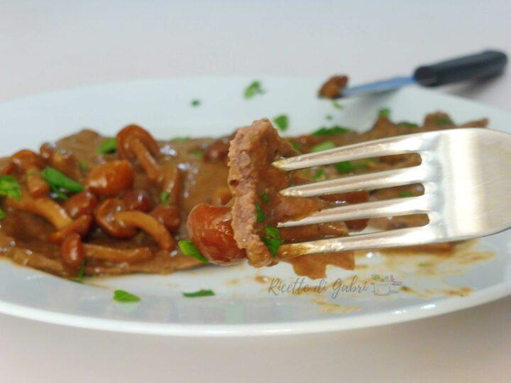 fettine scaloppine di vitella in padella con funghi chiodini ricetta gabri