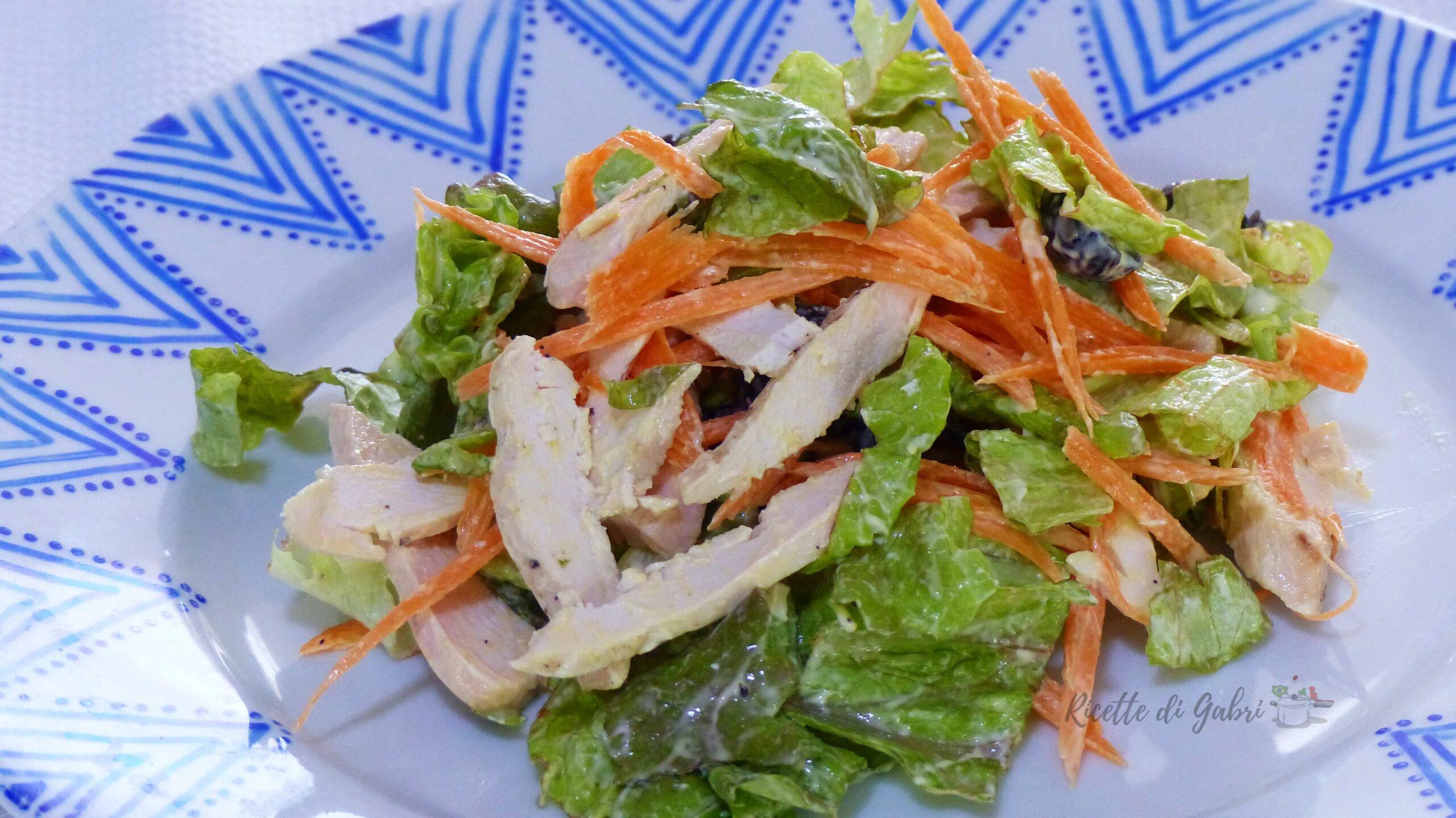 insalata cremosa con petto di pollo avanzato pollo arrosto