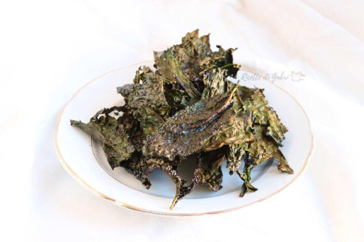 chips di cavolo nero toscano al forno kale chips ricetta vegana stuzzichino sfizioso