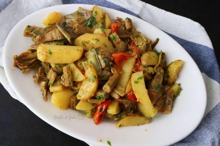 carciofi e patate in padella ricetta contorno facile veloce saporito