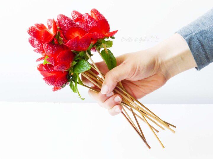 come fare le rose di fragole decorazione facile fragole festa mamma san valentino idee