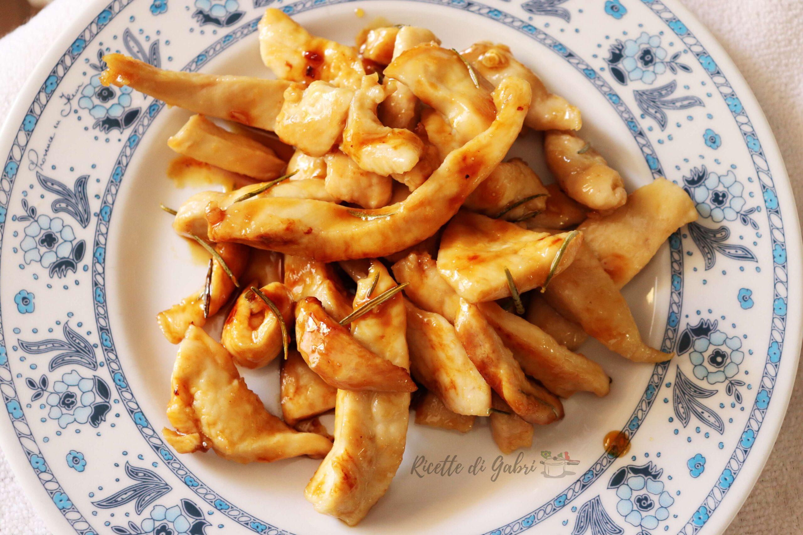 straccetti di petto di pollo al limone con miele e rosmarino in padella ricetta secondo sfizioso veloce gabri