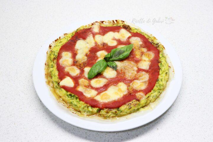 pizza di zucchine senza impasto ricetta light facile veloce estiva