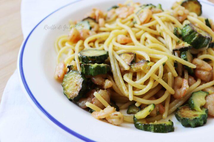 pasta zucchine e gamberetti ricetta facile primo piatto mare veloce estivo